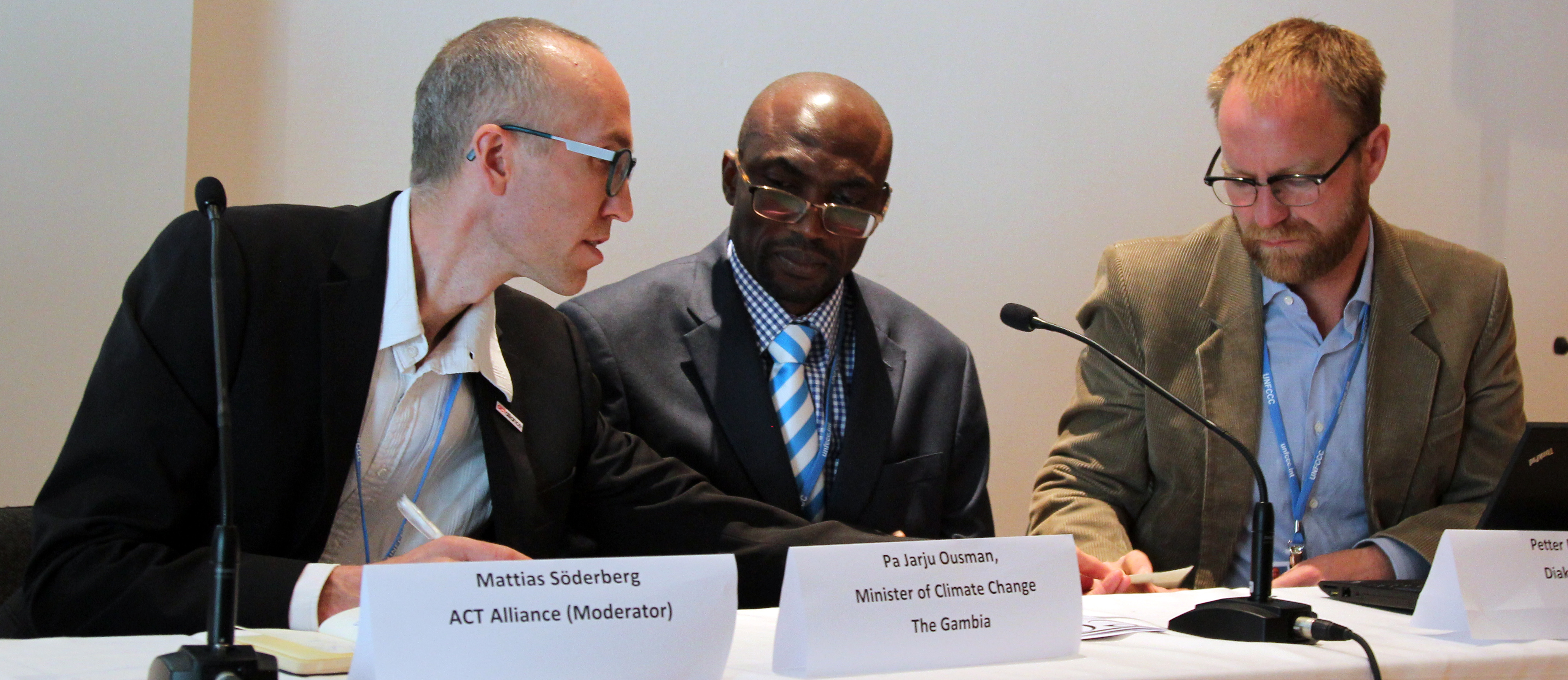 From R-L: Petter Lydén; Pa Ousman Jarju, Minister of Climate Change, Water and Wildlife, the Gambia; Mattias Söderberg, ACT Alliance. Photo: IISD